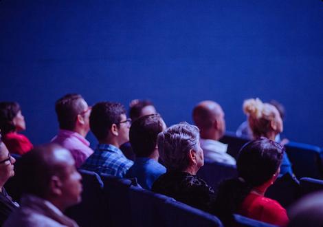 Évènements professionnels dans le Grand Ouest avec des salariés qui écoutent une conférence