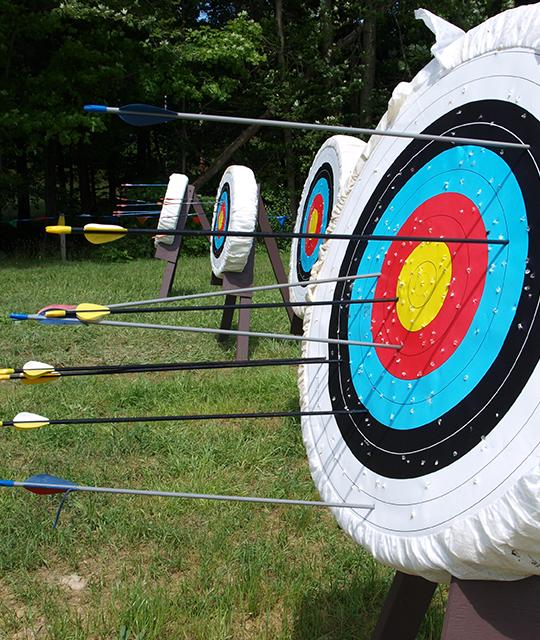 Cible de tir à l'arc pour organiser un défi fun dans le Grand Ouest