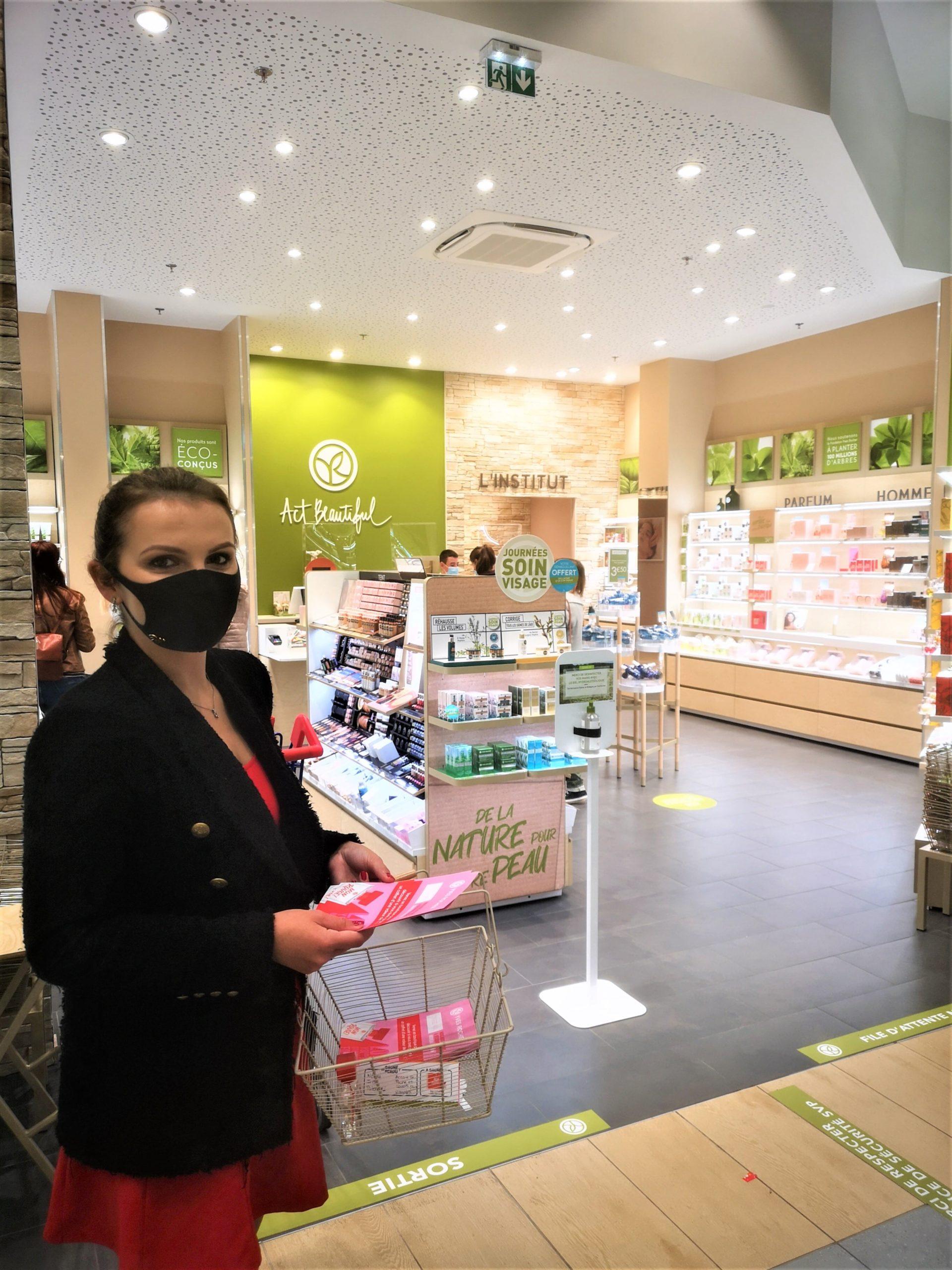 Une hôtesse pour la carte mystère de la gamme box à kiosque by Kap West Events