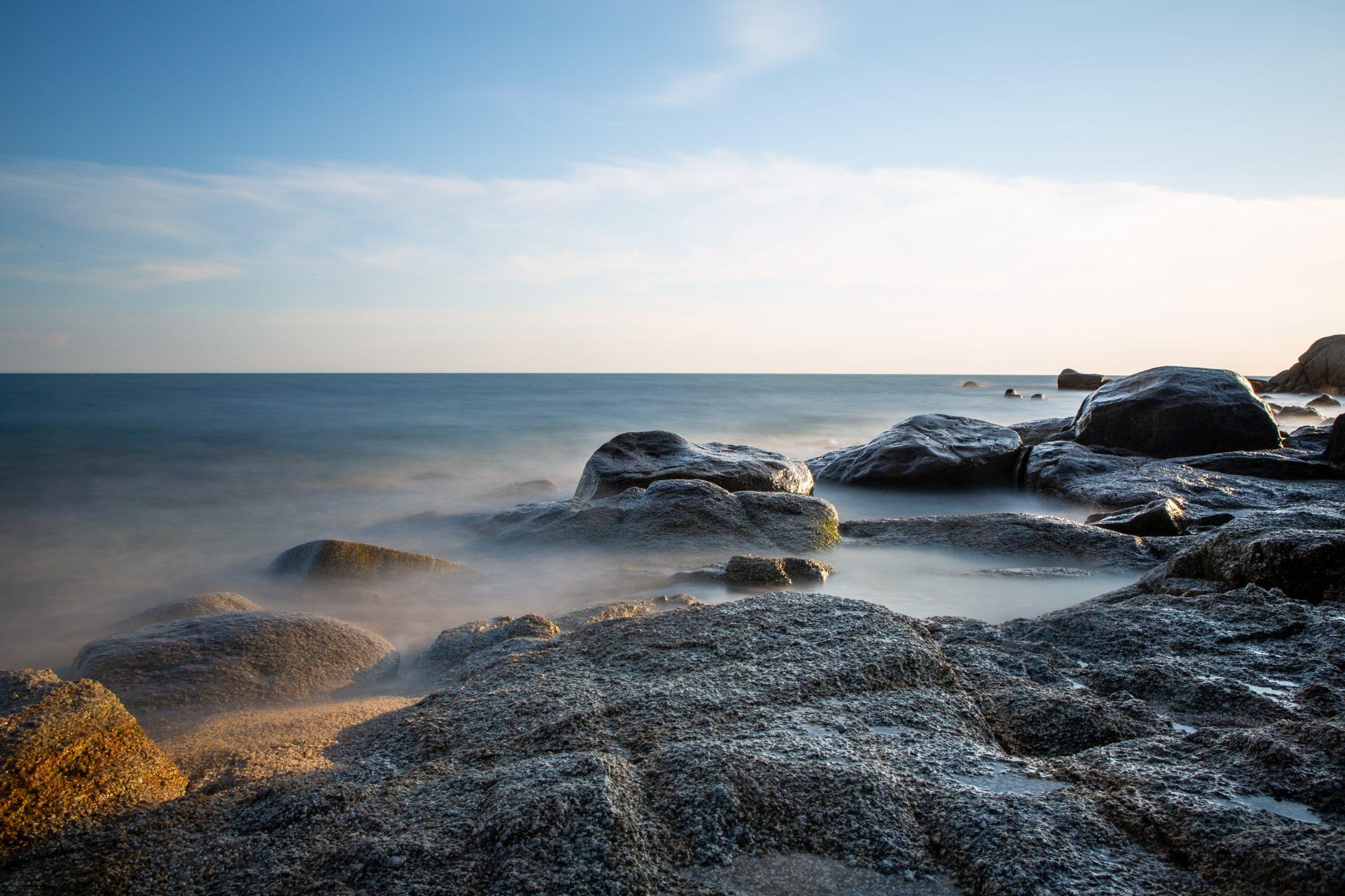Vue sur la mer en Bretagne, sur les côtes