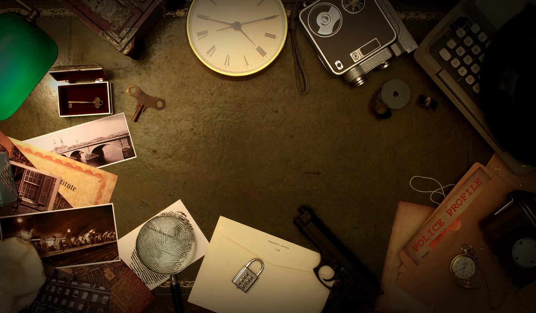 Table avec des objets qui sont des indices pour louer une animation d'escape game mobile